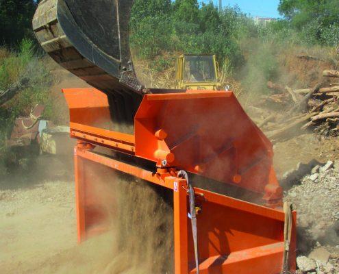 KS 2015 Siebmaschine Aufgabe mit Bagger